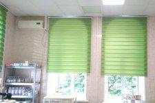 """Рулонные шторы """"Зебра"""" зеленого цвета"""