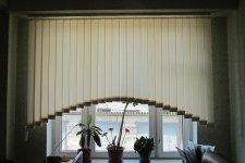 Вертикальные жалюзи аркой